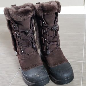 Baffin snow boots size 8